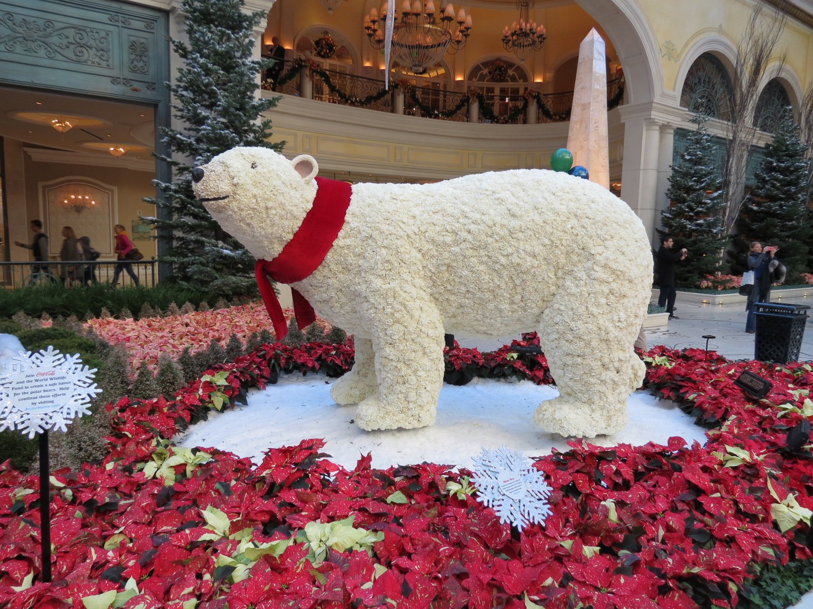 Bear is made out of carnations in the Bellagio