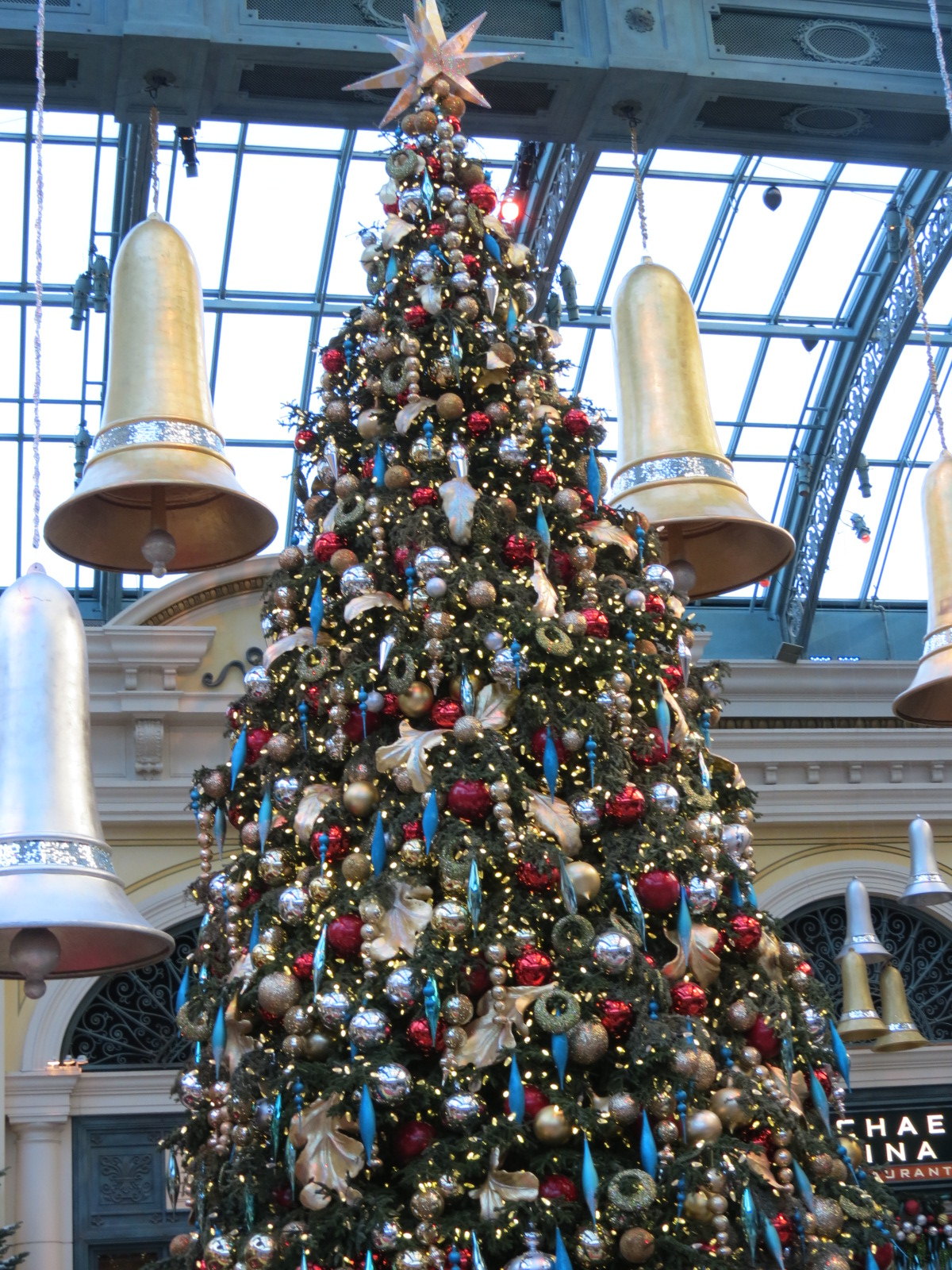 Christmas tree in the Bellagio