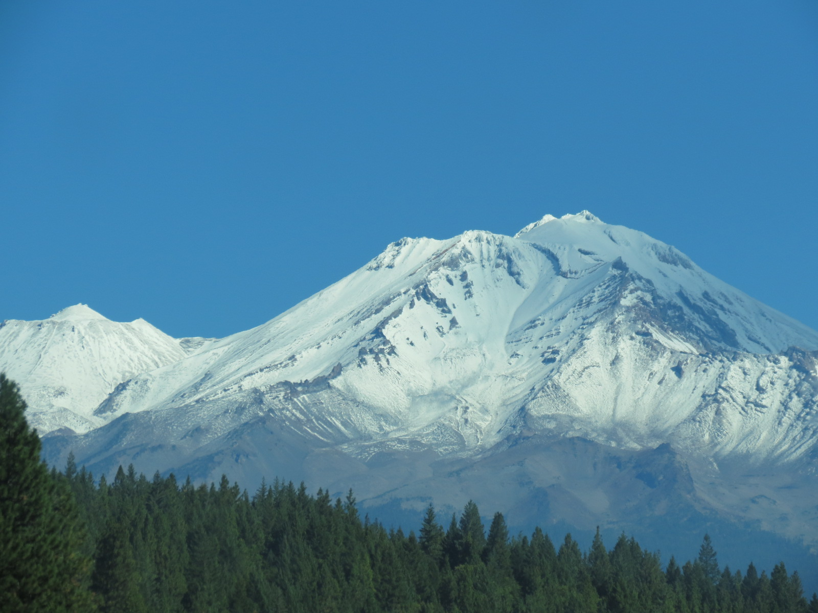 Snow covered Mt Ranier, Seattle